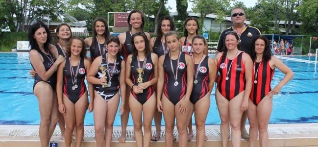 Женският отбор със сребърни медали в първенството